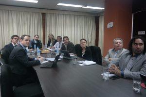 Misión OCDE (izq.) en encuentro con equipo institucional de la STP (der.)